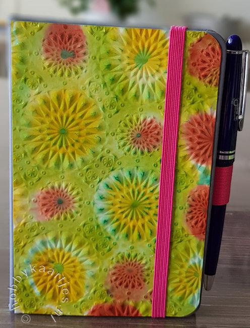 notitie boekje alcohol inkt en de Sizzix 3D Embossing Folder Kaleidoscope